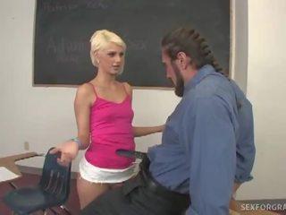 www xvideos blondýna